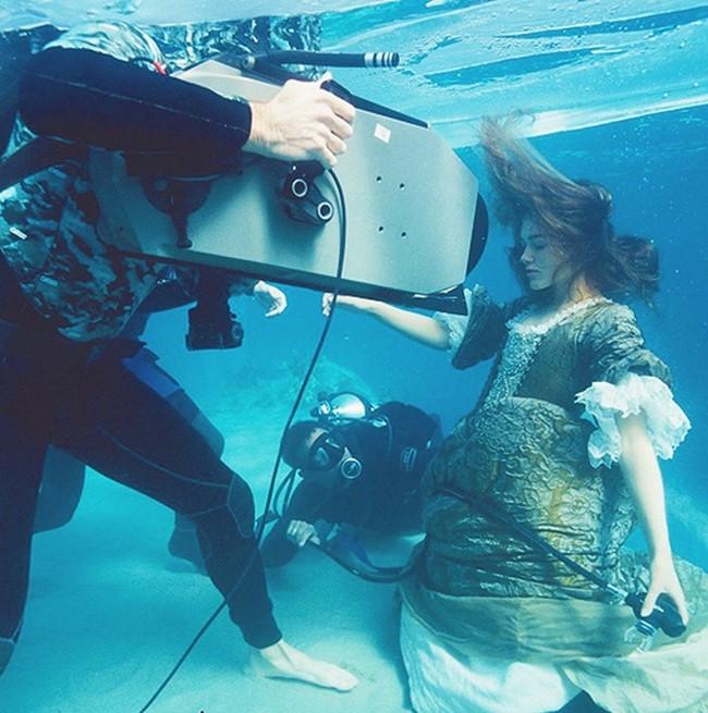 Keira Knightley - A Karib-tenger kalózai: A fekete gyöngy átka (2003)