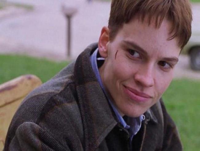 5)Hilary Swank mint Teena Brandon az 1999-es A fiúk nem sírnak című filmben.