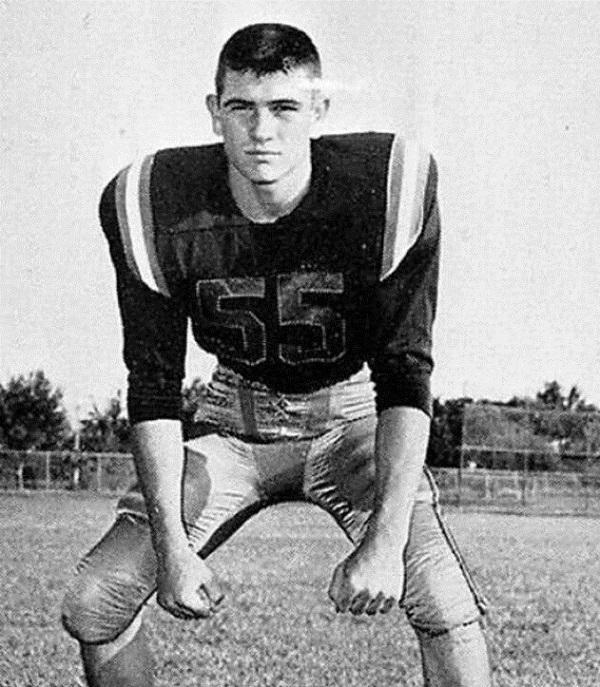 1. Tommy Lee Jones végzős középiskolásként. (1965)