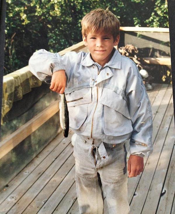 2. A büszke Ryan Reynolds a fogásával.