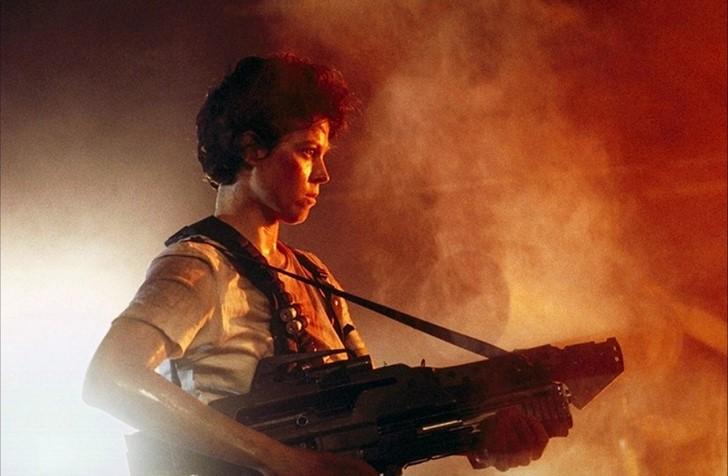 1) Sigourney Weaver (Alien-filmek)